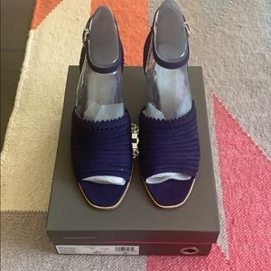 Shoes - Vince Camuto Dovina Wedge in Navy size 8 nib